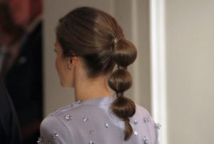 """bubble ponytail"" o ""coleta burbuja"""
